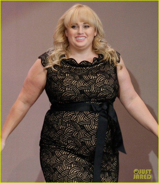rebel-wilson-tonight-show-with-jay-leno-appearance-04